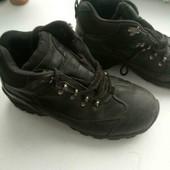 Практичні і зручні шкіряні черевики фірми Thinsulate