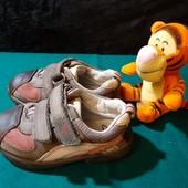 Кожаные кроссовки с мигалками Clarks, ориг. Вьетнам, разм. 6G (14 см внутри). Сост. хорошее!