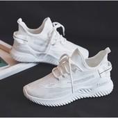 кросівки з дихаючою стелькою 37-39розмір