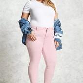 Качественные, стрейчевые джинсы с потертостями Yessica цвета пыльной розы для пышных модниц .