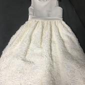 Нарядное платье 140-150