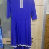 Красивое платье с удлинённой спинкой, размер M-L.