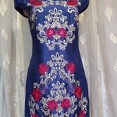 Платье с вышитым рисунком