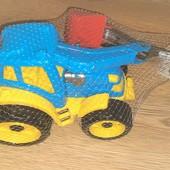 Большой трактор со съёмным ковшом