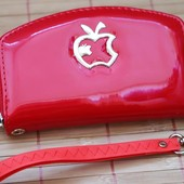 Очень красивый женский кошелечек. Красный