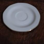 Класика Німеччини. Біла порцелянова тарілка з позолотою