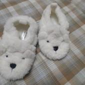 Мягенькие белые меховые тапочки, 18-19 размер, длина стельки 13 см.
