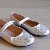 Белые нарядные туфельки с бабочками primark размер 21 стелька 12,5 см