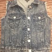Стильная джинсовая жилетка девочке 5-6 лет.