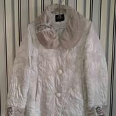 Гарненька курточка ,розмір 56/58(Пог -61)