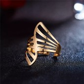 Красивое кольцо размер регулируется цвет золото
