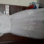 Нарядное пышное платье 122/134 перчатки в подарок