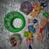 Іграшки немовляті