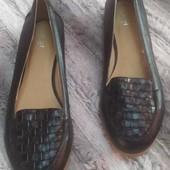Черные туфли лоферы на узкую ногу TU