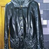 Шикарная лаковая кожаная курточка s-m.