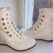 Невероятные!! Очень крутые ботиночки на зиму на танкетке!! Натур.кожа+Натур цигейка!! Молочные