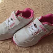 Стильні і якісні дитячі кросівки на дівчинку