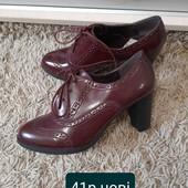 Ботінки ,туфлі нові .