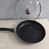 Сковорода на 26 см с крышкой. с гранитным покрытием