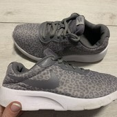 Отличные легкие кроссовки Nike оригинал 33 размер стелька 21 см ( на бирке 20,5 см)