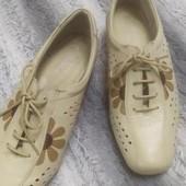 Летние туфли из натуральной кожи на танкетке