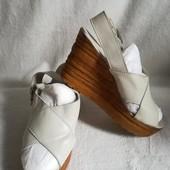 Белые кожаные босоножки на платформе Next 40 р