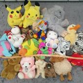 Одним лотом 19 мягких игрушек в отличном состоянии, смотрите фото.