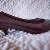 Стильные туфли лодочки на низком каблуке р. 38-39, 25 см стелька. В идеале.