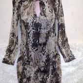 Красивое платье на подкладке с золотым люриксом 10/38 размера.