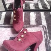 Graceland классные туфли с золотыми пуговицами обуты 1 раз
