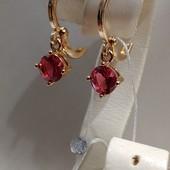 очень красивые и нежные серьги-колечки с красно-малиновым алпанитом, позолота 585 пробы