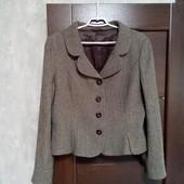 Фирменный красивый пиджак-полупальто в состоянии новой вещи р.16-18 шерсть80%
