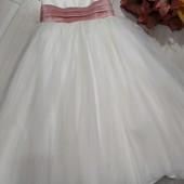 Многослойное,пышное платье с бантом на 4-6лет.
