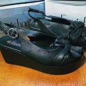 Богатые черные босоножки с лазерным напылением на платформе. Качество!