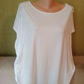 Очень классная белоснежная футболка с кружевными рукавами,с биркой