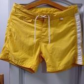 Фирменные шорты и 2 маечки бесшовные,в хорошем состоянии. Р-р S.