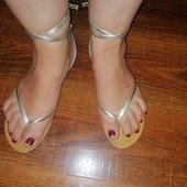 Золотисті, пляжні босоніжки на один палець, розмір 39,5/40!