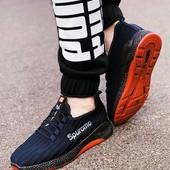 Топовые кроссовки дыщащие с хитовым дизайном, на шнуровке.