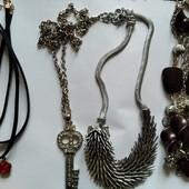 Мегалот бус, ожерелий, все одним лотом 7 штук