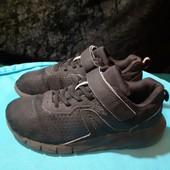 Легкие черные кроссовки от Decathlon, разм. 35 (22 см по бирке, реально 23 см).
