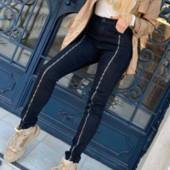 Женские джинсы супер стрейч с замочками спереди.Дорогой Китай. Размер М. В лоте черные!