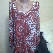 Красивая шифоновая блуза 16/44 размера,идет больше в груди 134 см.