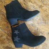 Классные замшевые ботинки на девочку, р.34, стелька 22-22.5 см в хорошем состоянии в