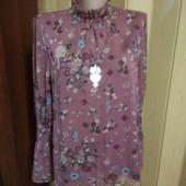 Двойная блузочка под горло с рукавом 10 размера по бирке,идёт больше.