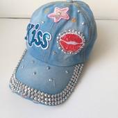 Джинсовая кепка для девочки.С ярким декором.Стильная,красивая