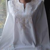 Дуже гарна блузка з вишивкою, стан хороший