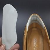 Вкладыш-наклейка на задник обуви от натирания.