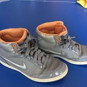 Спортивні кросовки-ботінки Nike 37,5