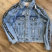 Джинсовка,джинсовая куртка рваная,с дырками,с лампасами,с надписями