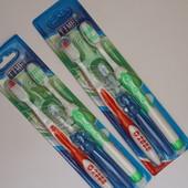 6 зубных щеток: 4 взрослые + 2 детские